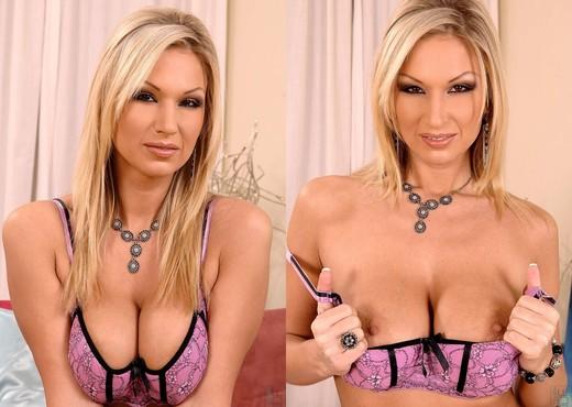 Carol - DDF Busty - Boobs HD Gallery