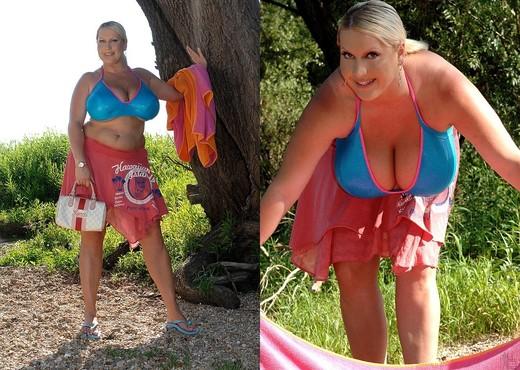Laura M. - DDF Busty - Boobs Sexy Photo Gallery