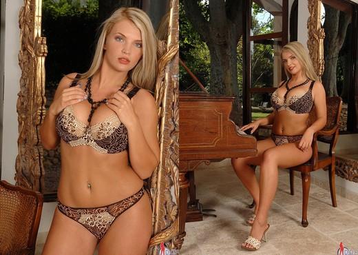 Ines Cudna - DDF Busty - Boobs Sexy Photo Gallery