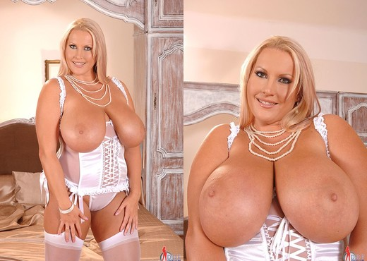Laura M. - DDF Busty - Boobs Picture Gallery