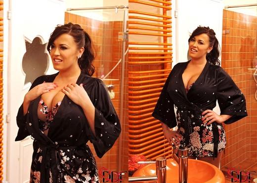 Leanne Crow - DDF Busty - Boobs Image Gallery