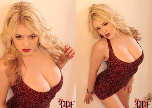 Brookie G. - DDF Busty - Boobs Picture Gallery
