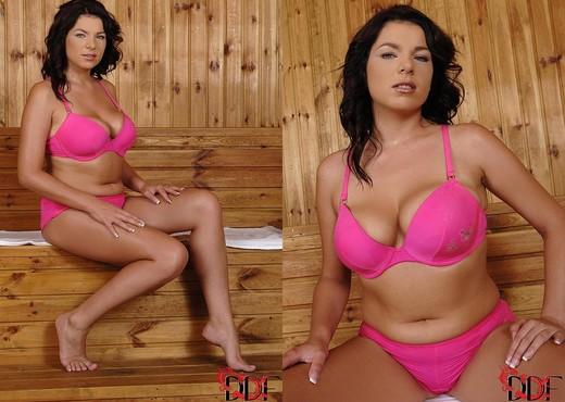 Rye - DDF Busty - Boobs Nude Pics