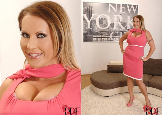 Laura M. - DDF Busty - Boobs Image Gallery