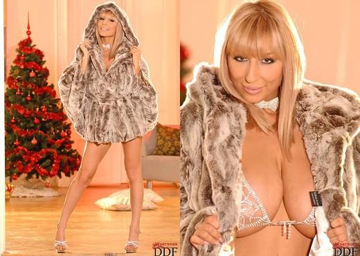 Sexy Venera - DDF Busty - Boobs HD Gallery