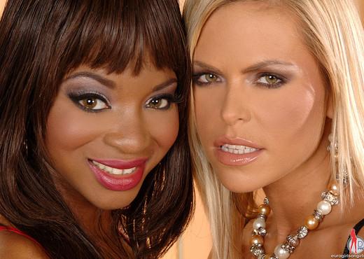 Jasmine & Wivien - Euro Girls on Girls - Lesbian HD Gallery