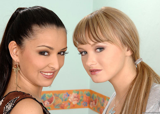 Alin X & Juliana Grandi - Euro Girls on Girls - Lesbian Porn Gallery