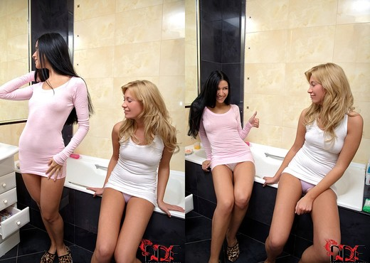 Elizabeth & Lindsey Olsen - Euro Girls on Girls - Lesbian Image Gallery