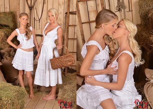 Cayenne Klein & Karol Lilien aka Sarol - Lesbian Sexy Photo Gallery