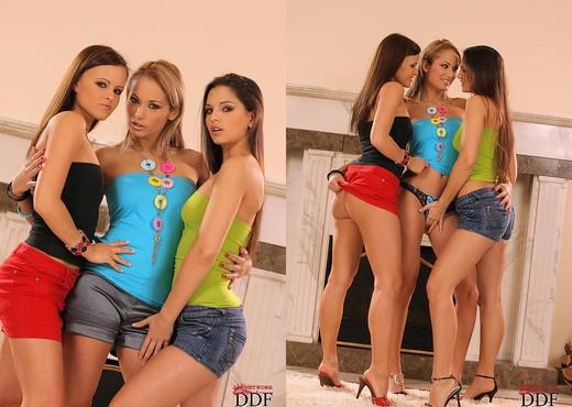 Eve Angel, Monika Sweet - Lesbian HD Gallery