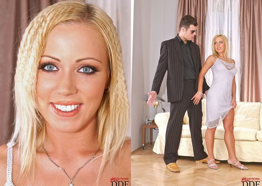Young hottie Bibi Fox getting coerced into 3some with interracial couple № 942741 загрузить