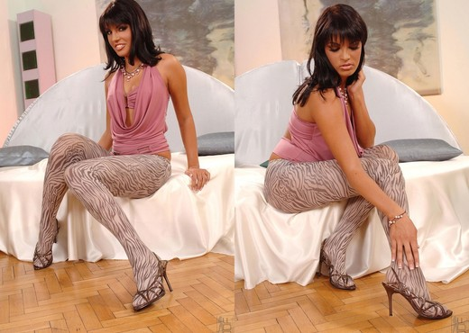 Serilla  Lamante - Hot Legs and Feet - Feet Image Gallery