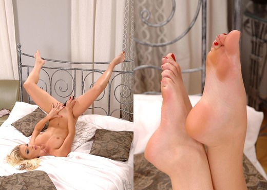 Gina - Hot Legs and Feet - Solo Nude Gallery