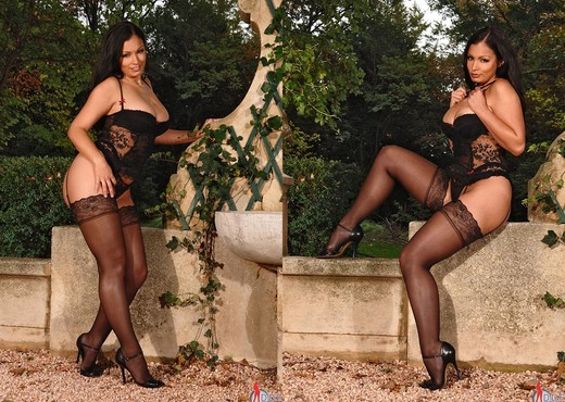 Aria Giovanni - Hot Legs and Feet - Feet Sexy Gallery