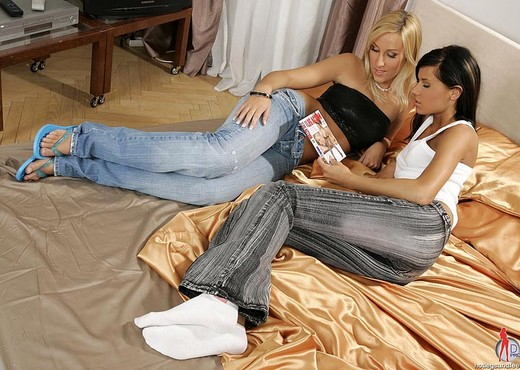 Samantha W. & Zoe - Hot Legs and Feet - Lesbian Picture Gallery