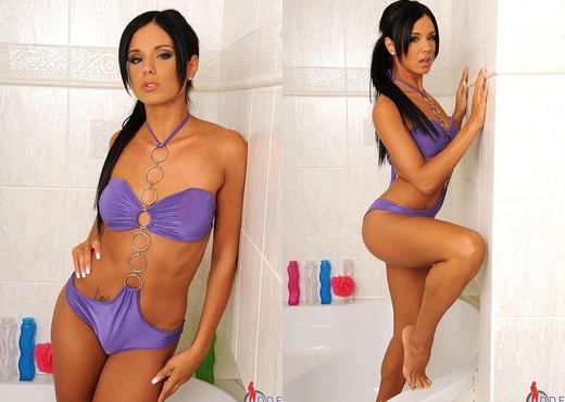Ashley Bulgari - Hot Legs and Feet - Feet Nude Pics