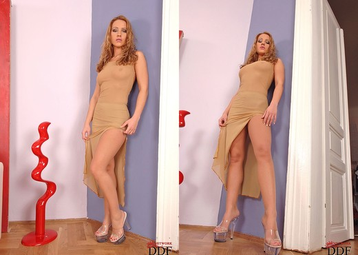 Tereza Fox - Hot Legs and Feet - Feet Image Gallery