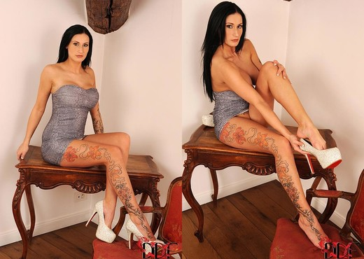 Isla - Hot Legs and Feet - Feet Picture Gallery