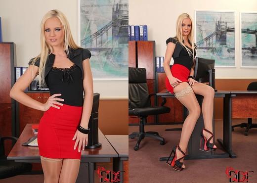 Vanda - Hot Legs and Feet - Feet Hot Gallery