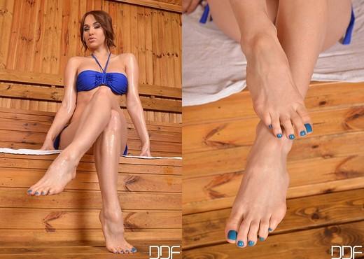 Aleska Diamond Feet - Aleksa Diamond Feet Porn Galleries