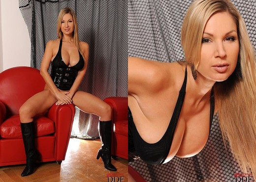 Carol - House of Taboo - Toys Hot Gallery