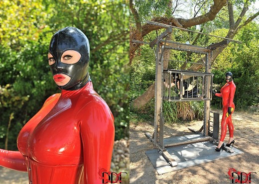 Latex Lucy & Paige aka Ruby Rubber - BDSM TGP