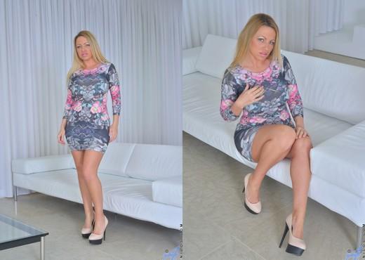 Taylor Morgan - Big Tit Mature - MILF Hot Gallery