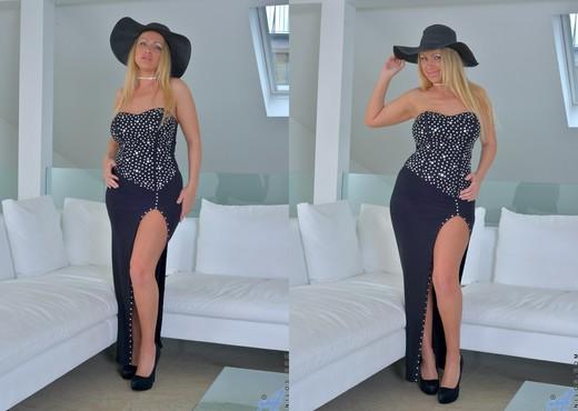 Taylor Morgan - Classy Lady - MILF Nude Pics