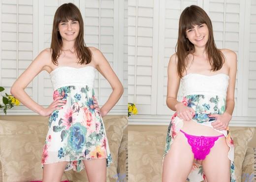 Chloe Skyy - Nubiles - Teen Solo - Teen Picture Gallery