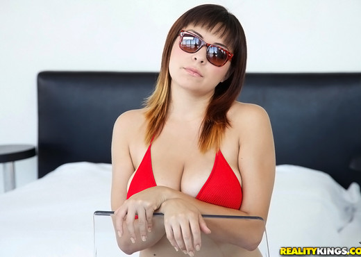 Mali - Luscious Luna - Big Naturals - Boobs TGP