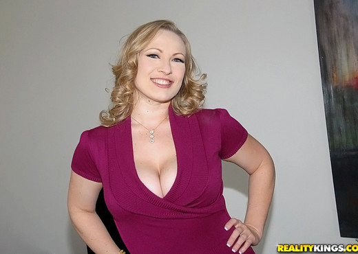 Vicky Vixen - Titty Tamer - Big Naturals - Boobs Picture Gallery