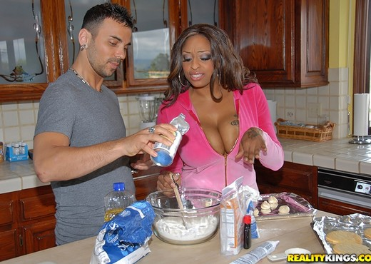 Carmen Hayes - Carmen's Cookies - Big Naturals - Boobs Picture Gallery