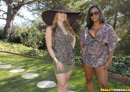 Sierra Syke & Alia Starr - Mix It Up - Big Naturals - Boobs Nude Gallery