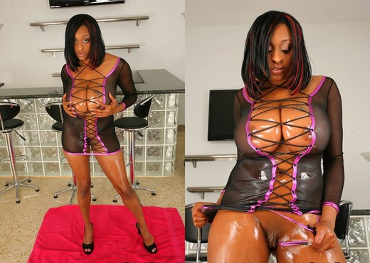 Carmen Hayes - 48 Hours Of Fun - Big Naturals - Boobs HD Gallery