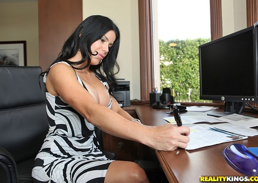 Juliana - Mrs Boss - Big Tits Boss - Boobs Sexy Gallery