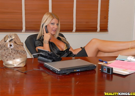 Robbye Bentley - Big Bust Bentley - Big Tits Boss - Boobs Image Gallery