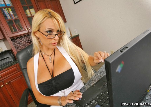 Holly Halston - Breast Support - Big Tits Boss - Boobs Nude Pics