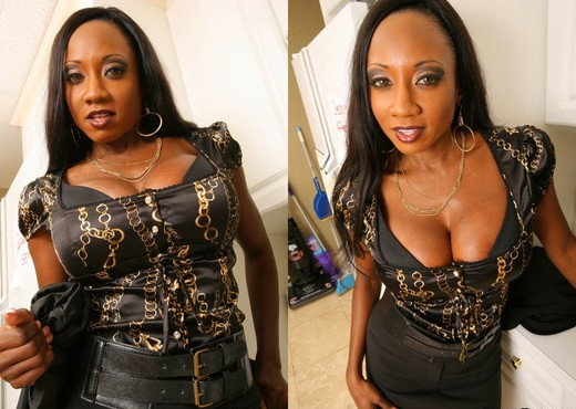 Diamond Jackson - Latte Boobs - Big Tits Boss - Ebony Nude Pics
