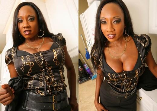 Ebony MILF professor Diamond Jackson seducing sex from student with huge dick  2090033