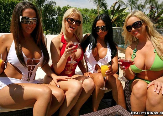 Eve, Richelle, Audrey & Abbey - Who's The Boss - Boobs Sexy Photo Gallery