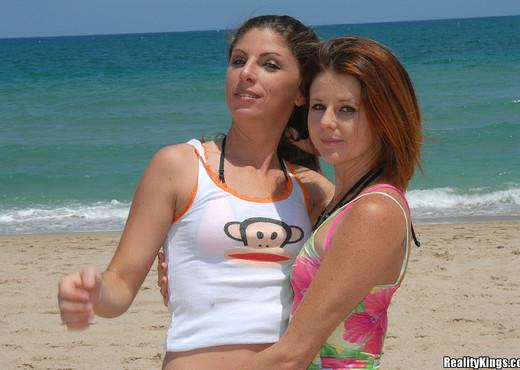 Jewel & Katie Lane - Bikini Bizkits - Captain Stabbin - Hardcore Image Gallery