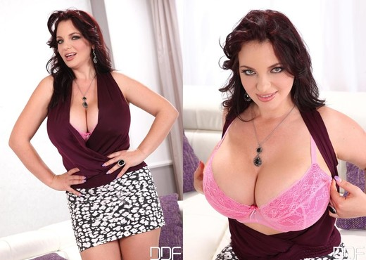 Joanna Bliss - DDF Busty - Boobs Sexy Gallery