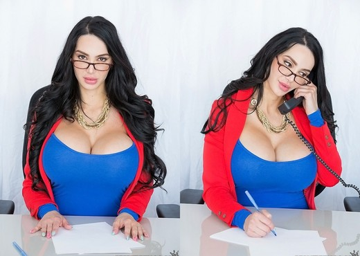 Amy Anderssen - Voluptuous Amy - CFNM Secret - Boobs Sexy Photo Gallery