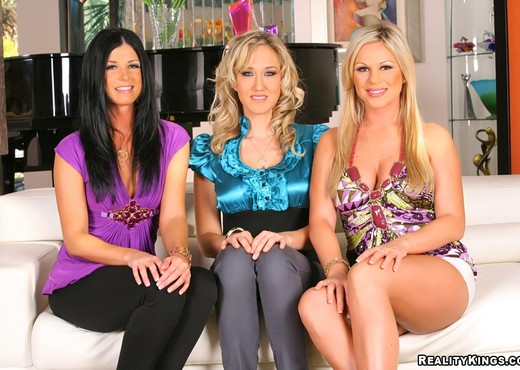 Ahryan Astyn, Alana Evans, India Summer - CFNM Secret - Hardcore Sexy Photo Gallery
