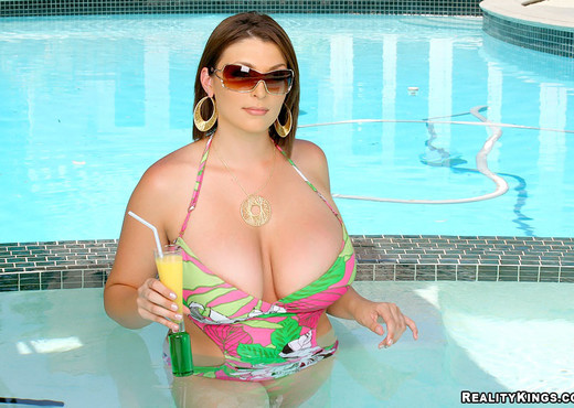 Charlie James - Great Bombs - Extreme Naturals - Boobs Sexy Photo Gallery