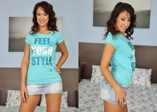 Olivia - Feel The Hotness - Mike's Apartment - Hardcore Picture Gallery