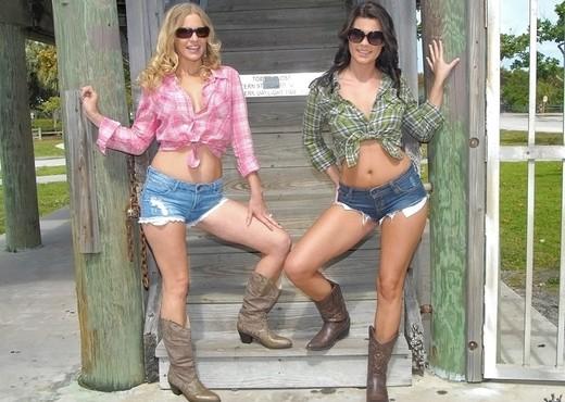 Brianna Ray, Emily Briar  - Playful Picnic - MILF Next Door - Lesbian TGP