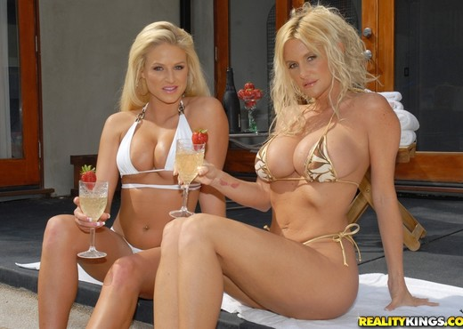 Rhyse Richards & Brooke Belle - Sun Kissed - MILF Next Door - Lesbian Hot Gallery