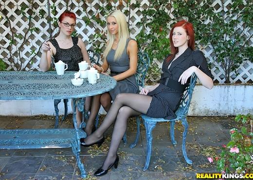 Andy San Dimas, Elle Alexandra, Sammie Rhodes - We Live Toge - Lesbian Nude Pics