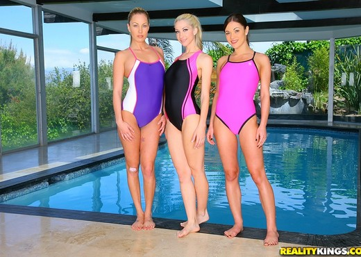Alyssa Reece, Kiara Diane, Sammie Rhodes - We Live Together - Lesbian Picture Gallery